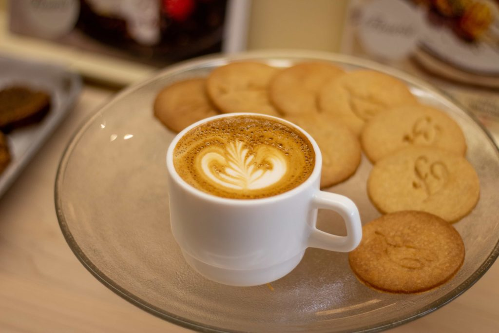 Latte and cookies at Flourist